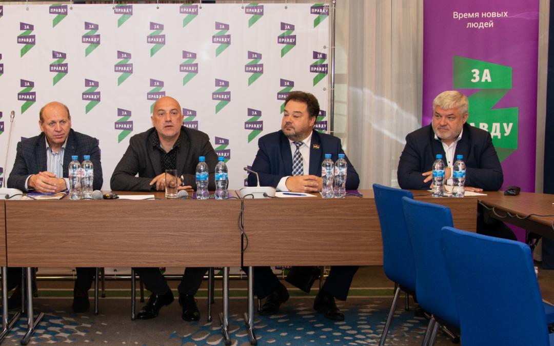 Лидер партии ЗА ПРАВДУ Захар Прилепин рассказал в ходе своего визита в Калугу о планах партии ЗА ПРАВДУ в Калужской области, проблемах региона и способах их решения.